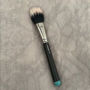 LIMITED EDITION MAC Cosmetics 131 brush